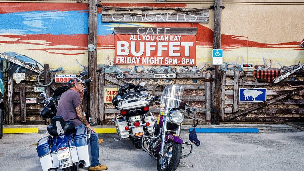 Un letrero de un bufé en EE.UU.