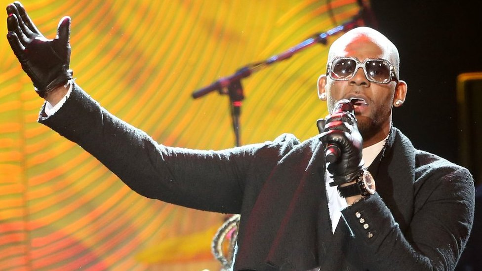 BBC News - R Kelly documentary premiere evacuated after threats