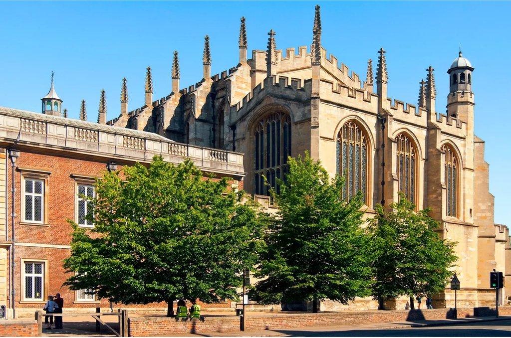 英國近代幾百年的政治領袖很有一些曾畢業於英國名校伊頓公學,包括現任首相鮑里斯‧約翰遜。