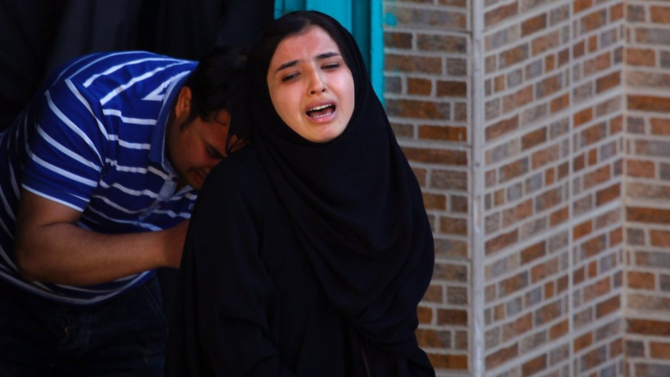 Iraqi woman mourns during the funeral of victims of a twin suicide bomb attack in Sadr City, Baghdad (29 February 2016)