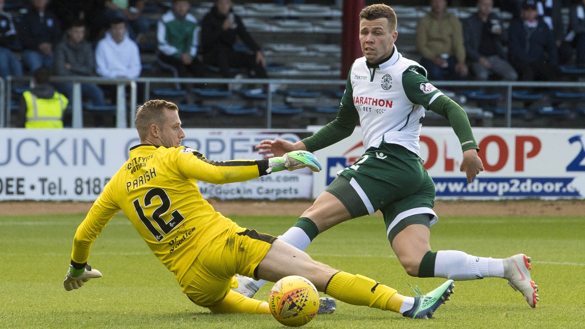 Hibs see off pointless Dundee to move second
