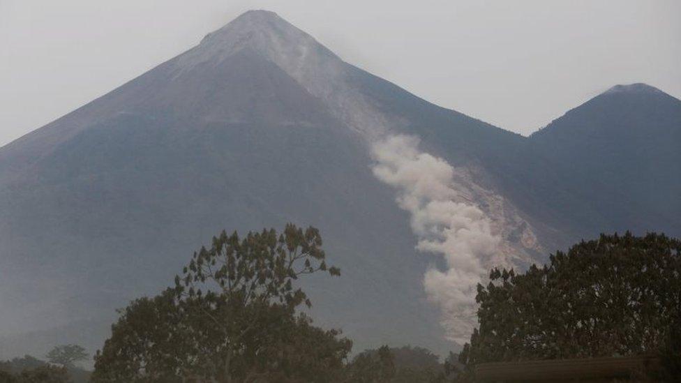 Caída de material volcánico del Volcán de Fuego