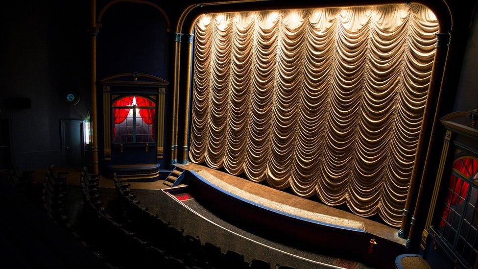 300 koltuklu sinema salgının başından beri bilet gişesinde yüzde 70'lik bir düşüş yaşadı