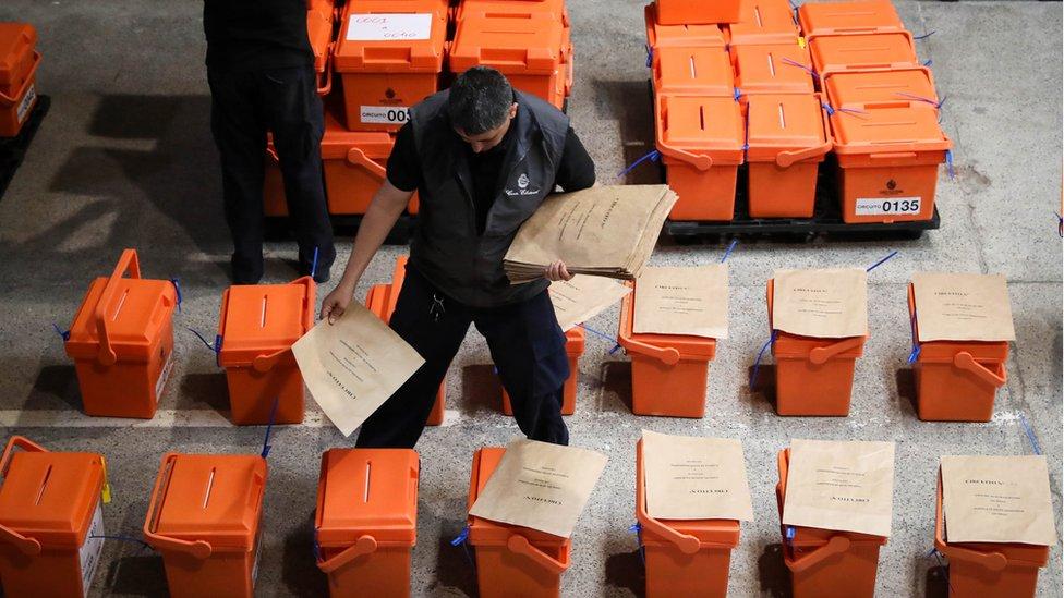 Urnas en la Corte Electoral.