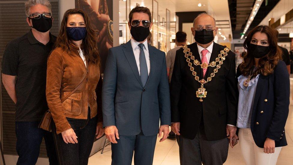 Gradonačelnik Brimingema Muhamed Afzal upoznao je Toma Kruza i Hejli Atvel