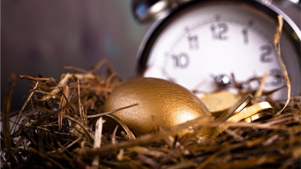 Reloj y huevo de oro.