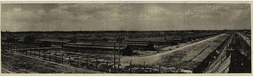Campo de concentración de Auschwitz: vista de Birkenau / Sección B. Foto tomada por guardia o SS.