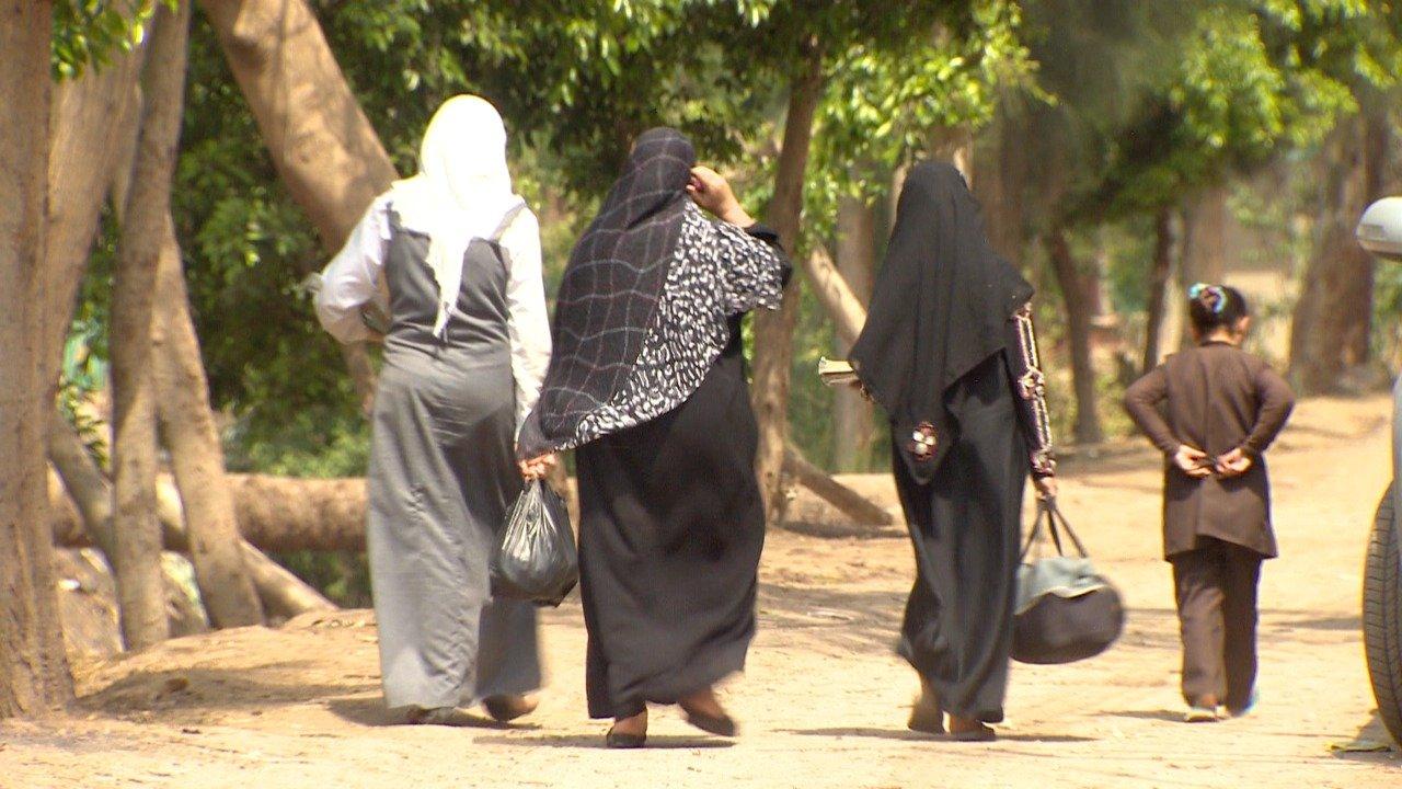 بدأ تجريم ختان الإناث رسميًا في عام 2008 عندما أقر مجلس الشعب المصري (مجلس النواب حاليًا) قانونا لعقاب المختنين بالغرامة وبالسجن الذي يتراوح بين ثلاثة أشهر وسنتين.