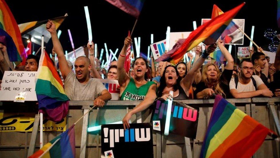 Israelis demand equal gay surrogacy rights