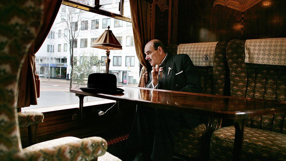 Actor caracterizado como el detective Hercule Poirot