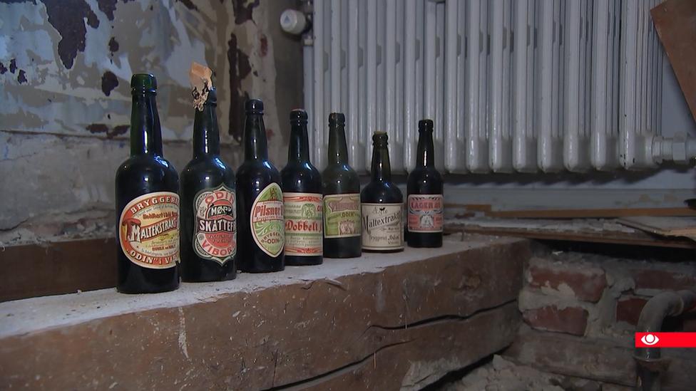 Sedam pivskih flaša starih 113 godina