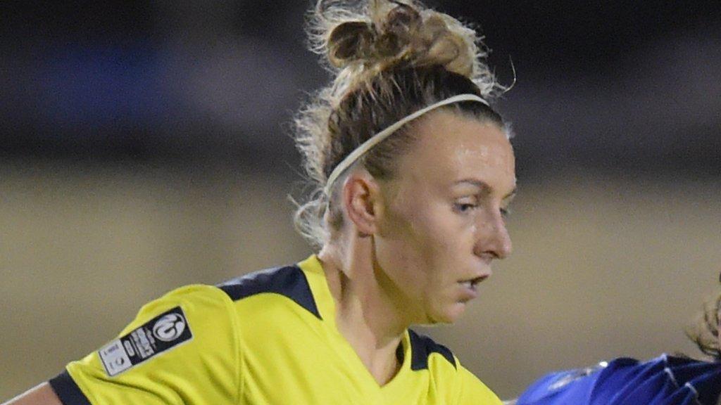 Hannah Short: Yeovil Town Ladies re-sign Oxford United defender