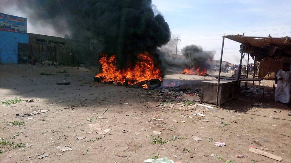 مظاهرات السودان انطلقت من مدينة عطبرة احتجاجا على الضائقة المعيشية.