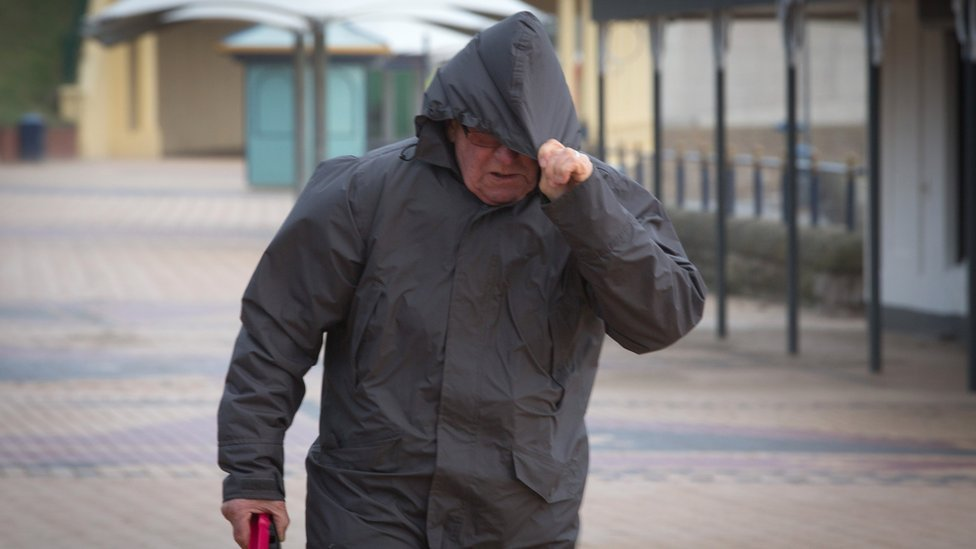 Met Office issue warnings for wind and rain in Wales