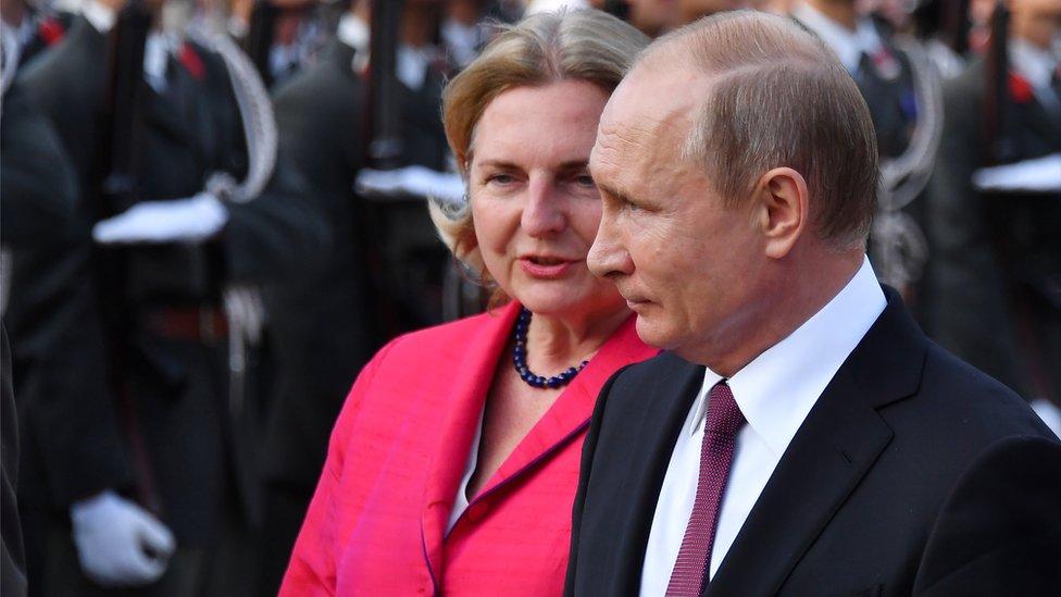 Putin set to attend Austrian foreign minister's wedding
