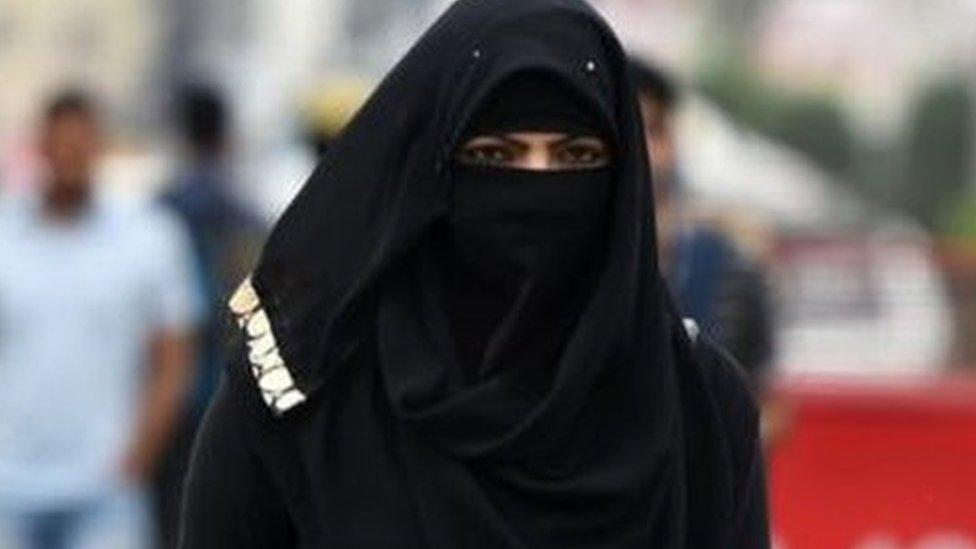 प्रेस रिव्यू: तलाक़ के ख़िलाफ़ आवाज़ उठाने वाली महिला इस्लाम से बहिष्कृत