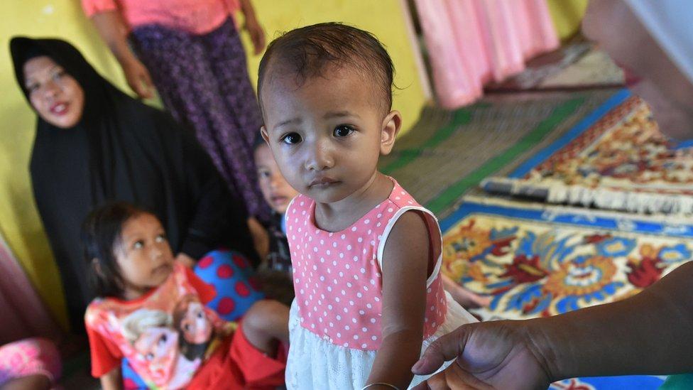 Niña en Indonesia