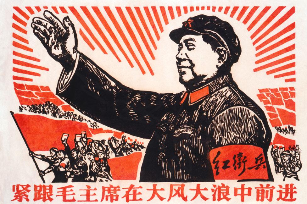 Un póster comunista que muestra a Mao