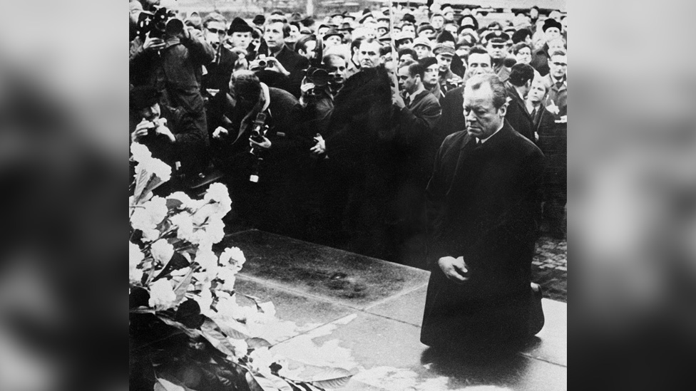 German Chancellor Willy Brandt falls to his knees before the monument to the Warsaw Ghetto uprising of 1943