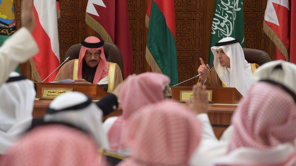 Saudi Foreign Minister Adel al-Jubeir (R) give a press conference with Gulf Co-operation Council (GCC) Secretary-General Abdul Latif bin Rashid al-Zayani of Bahrain in Riyadh (9 January 2016)
