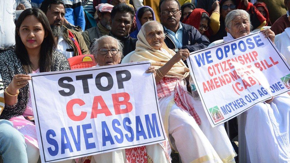 नागरिकता संशोधन विधेयक: असम में कर्फ्यू में कुछ घंटों की ढील
