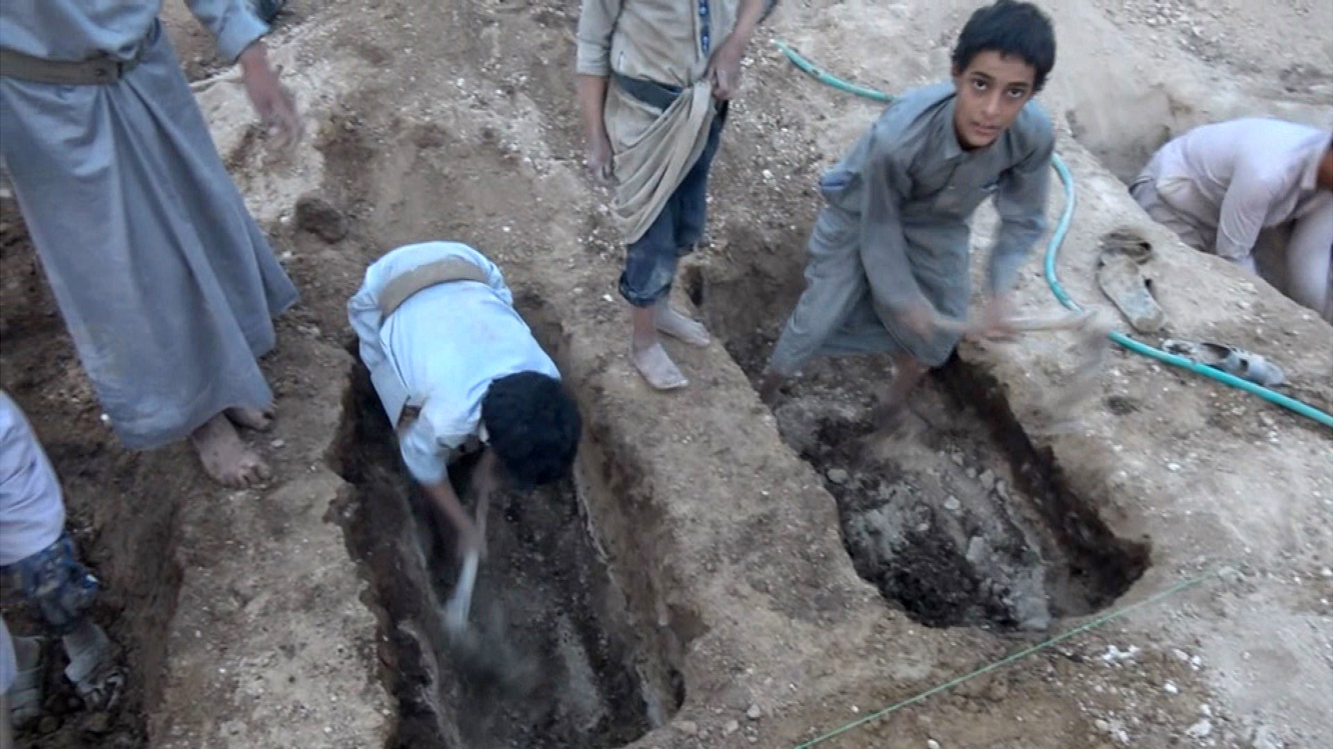 Yemen war: Boys dig friends' graves after air strike