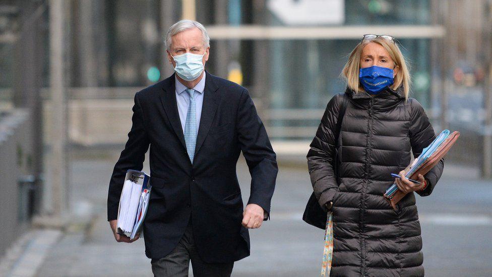 AB baş müzakerecisi Michel Barnier Noel sabahı 27 üye büyükelçilerine bilgi vermeye gidiyordu