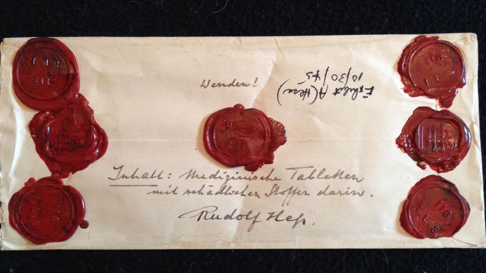 Uno de los sobres de Rudolf Hess donde mantenía muestras de comida supuestamente envenenada