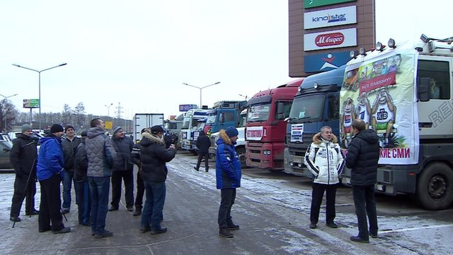 Russian truck drivers stage protest