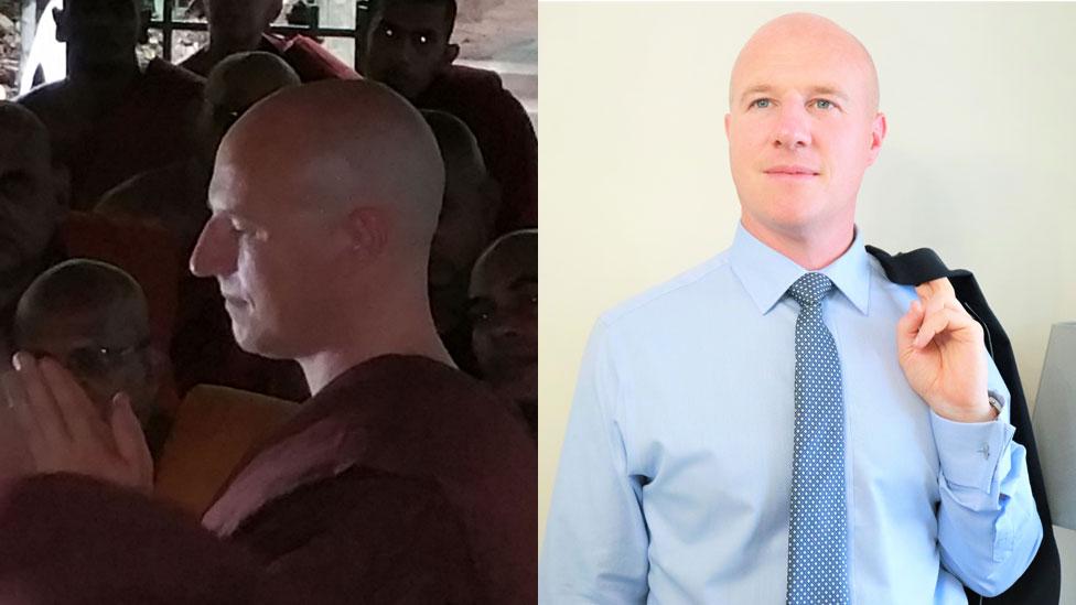 Van Gordon durante su época como monje budista (izq.) y ahora.