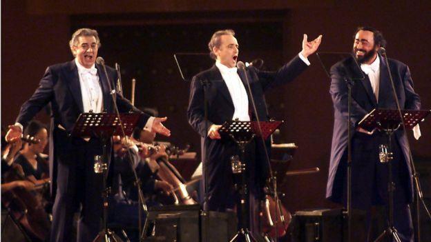 من اليسار بلاسيدو دومينغو، خوسيه كاريراس، ولوتشانو بافاروتي