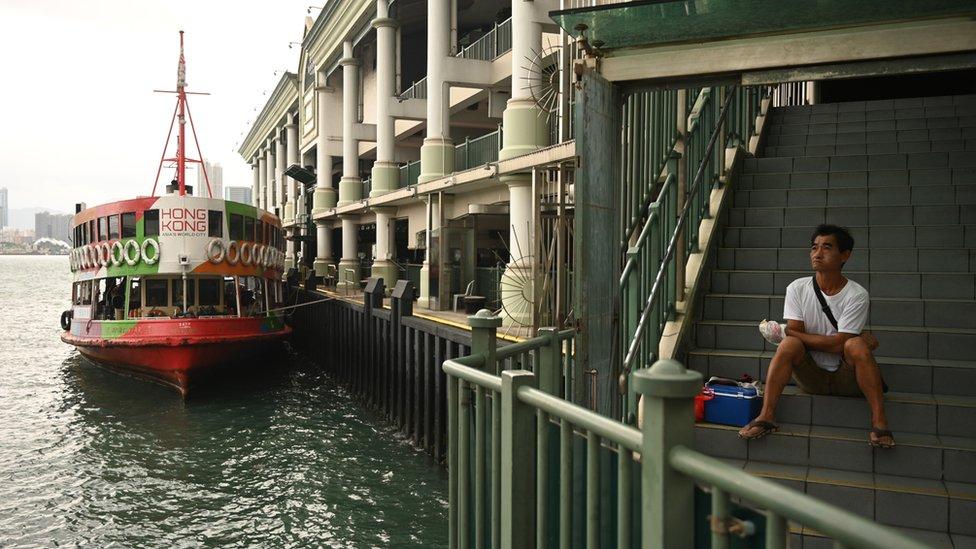 熱帶風暴浪卡掠過香港之際一輛天星小輪停靠在中環碼頭(13/10/2020)