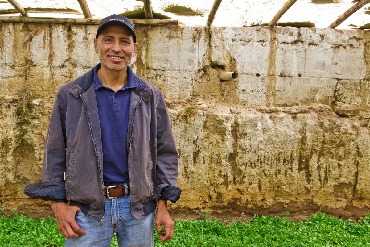 Michael Gemio, dentro de uno de los Walipines de la granja Ventilla, en El Alto.