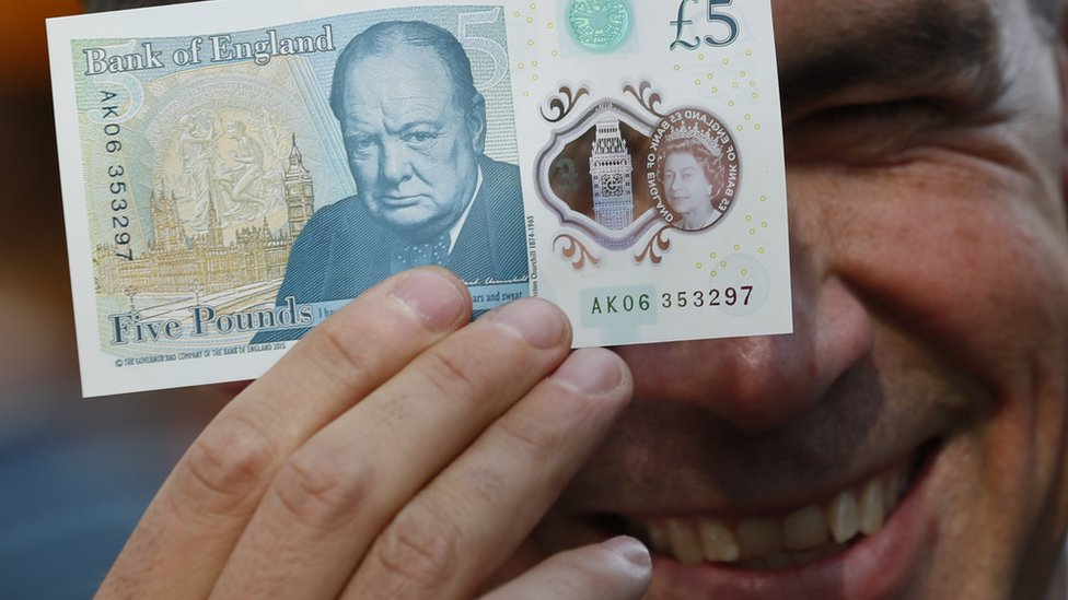 Mark Carney with a new £5 note