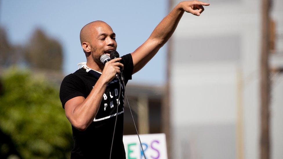 Glumac Kendrik Sampson je govorio na protestu Crni životi su važni