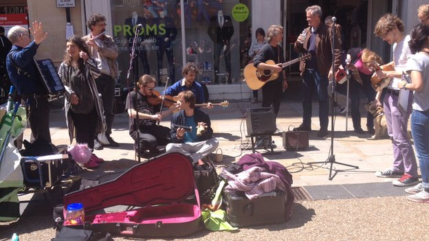 Buskers protest