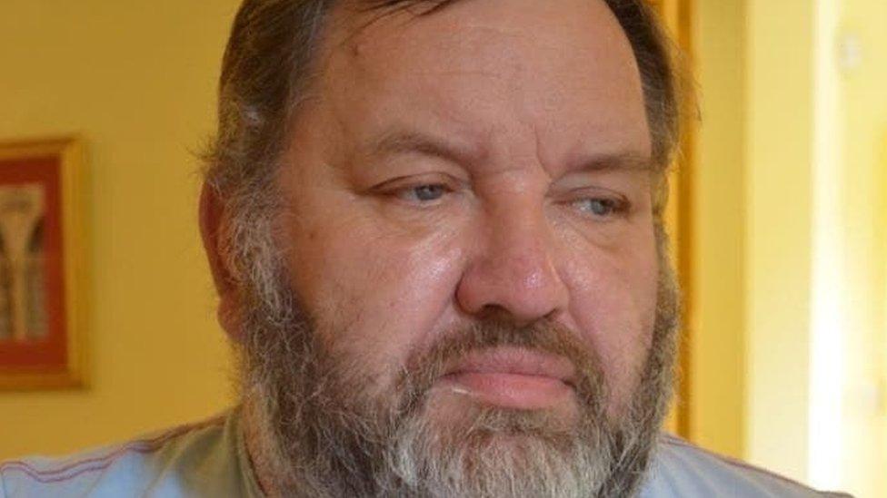 القفل الذي يحتفي بذكرى نيفيل بل وضع في عام 2017 بعد وفاته المفاجئة