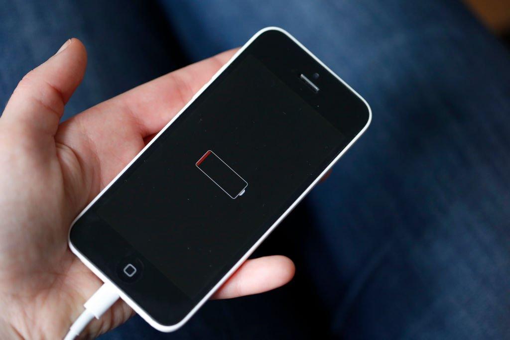 Un iPhone 6 con la batería descargada
