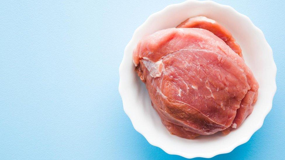 Holesterol može da se nađe u životinjskim proizvodima kao što je govedina, kao i u jajima