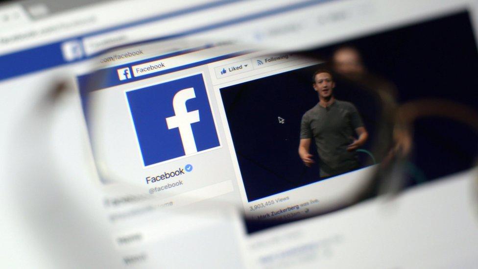 Stranica Fejsbuka kroz naočare