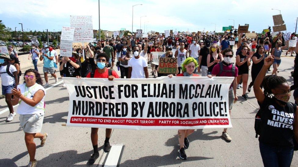احتجاجات إثر مقتل إلايجا ماكلاين