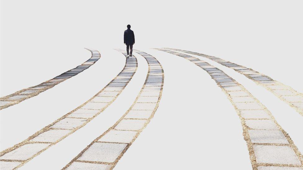 Hombre caminando solo, Corea del Sur