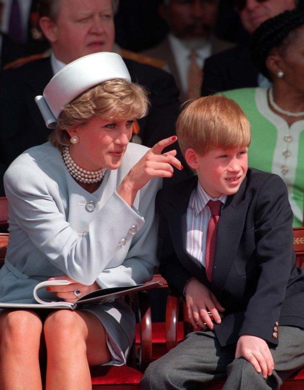 Diana con su hijo Harry.