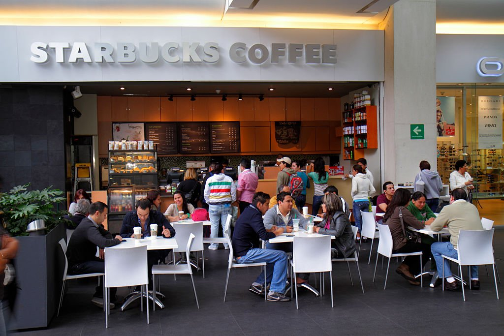 Una sucursal de Starbucks