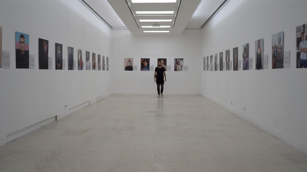 Aleksandar Cernogorac sa portretima