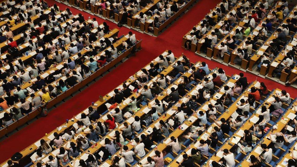 estudiantes chinos en un aula