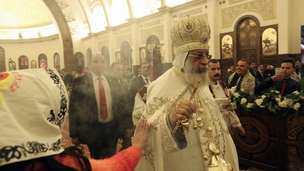 Papa Tavadros Drugi Aleksandrijski vodi liturgiju na Badnje Veče u novootvorenoj katedrali Rođenja i Egiptu