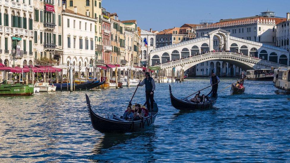 Venedik Mayıs'tan itibaren turistlerden 3-10 euro 'ayakbastı parası' alacak