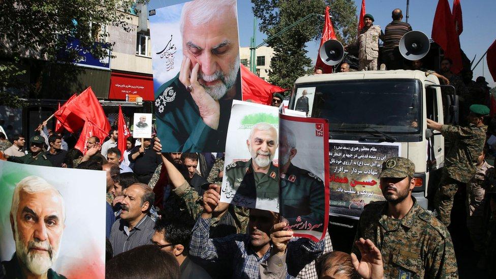 Iranians attend the funeral ceremony of IRGC commander Brig-Gen Hossein Hamedani in Tehran, Iran (11 October 2015)