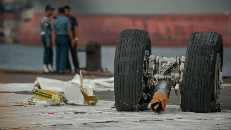 Restos del avión de Lion Air